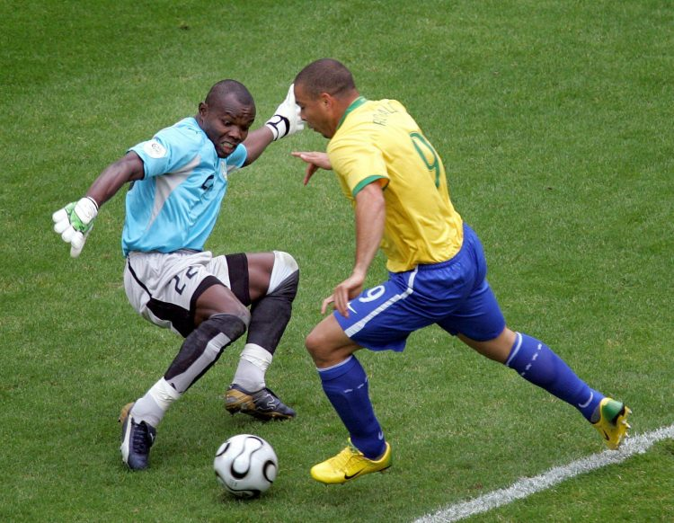 Ronaldo using his Mercurial boots to send Richard Kingson for a hot dog