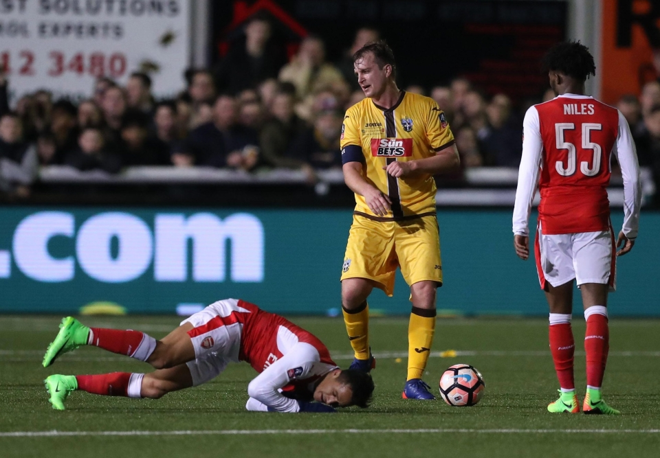 Sutton's 3G pitch – so good Alexis Sanchez fell asleep on it