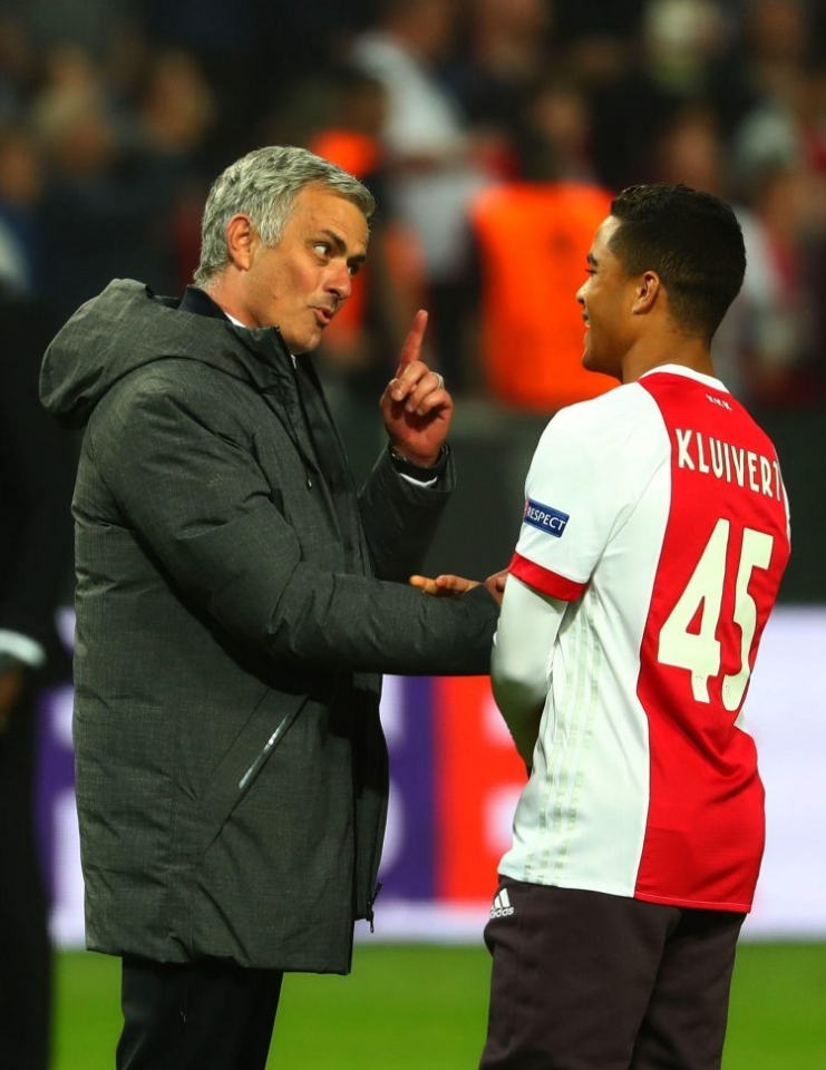 Mourinho trying to persuade Kluivert he could make the perfect centre back at United