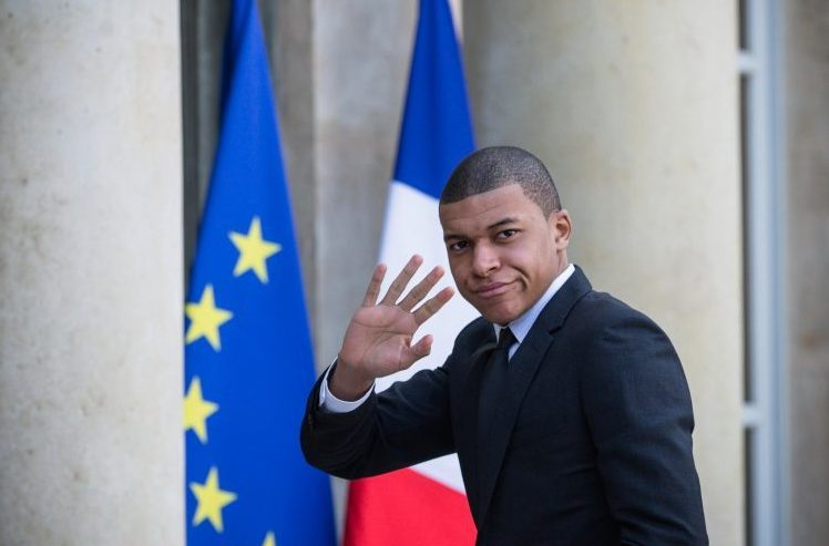 kylian mbappe has been handed the number 10 shirt for france but can he deal with the expectation. Black Bedroom Furniture Sets. Home Design Ideas