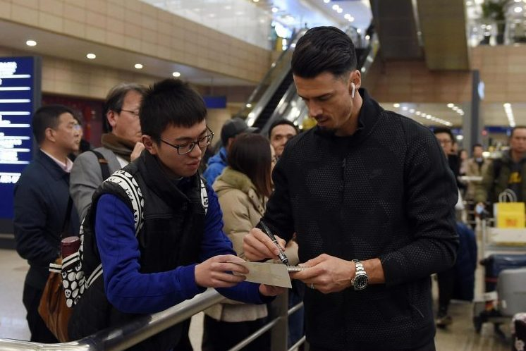 Remember when one fan turned up to the airport to meet Fonte in China?