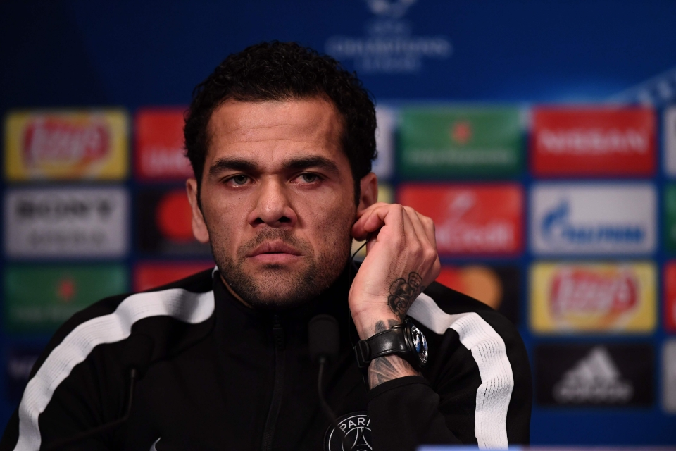 Dani Alves has apologised for comments he made about late Fiorentina captain Davide Astori