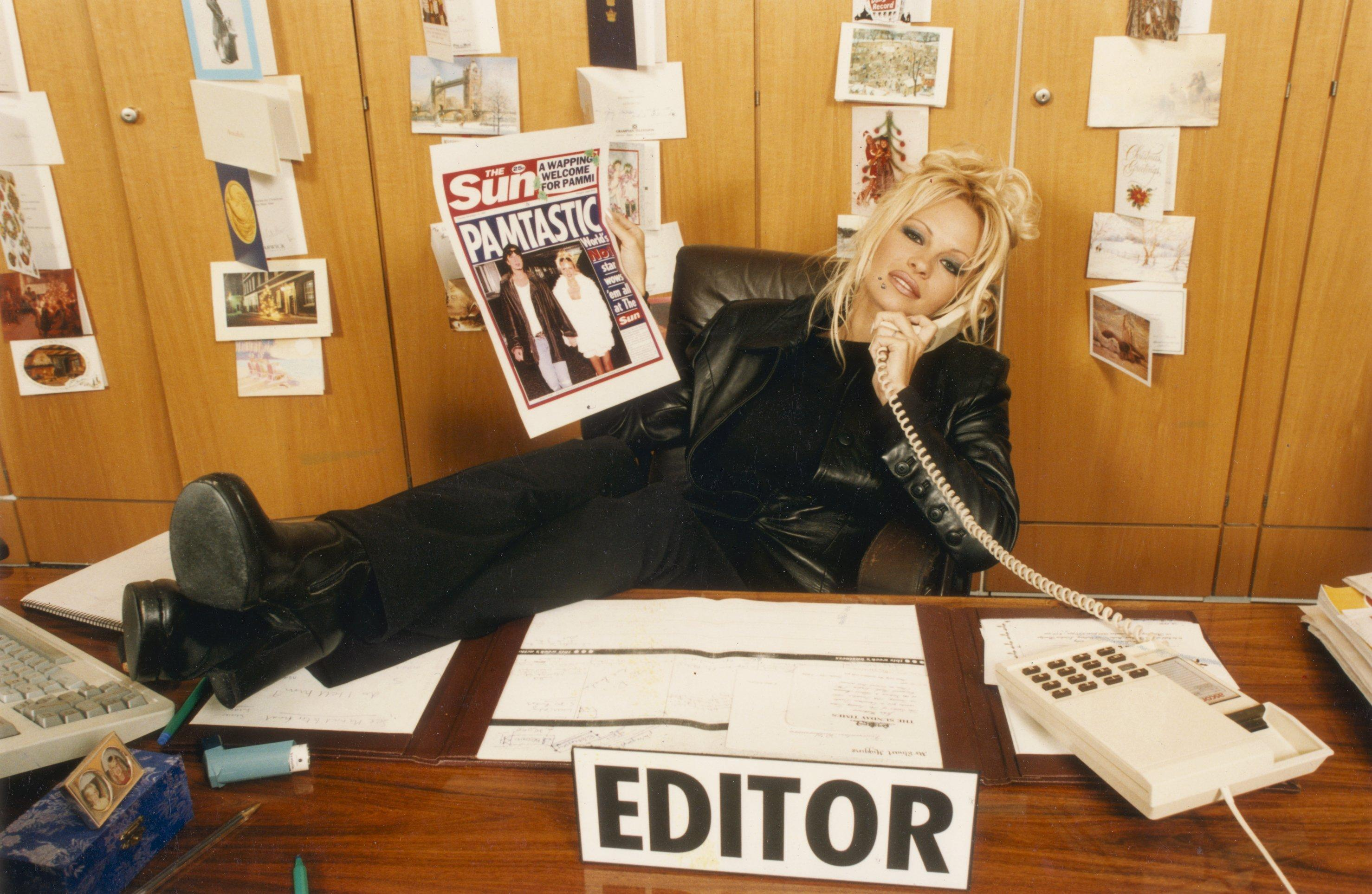 Pamela Anderson calling Club Call from The Sun office in 1996