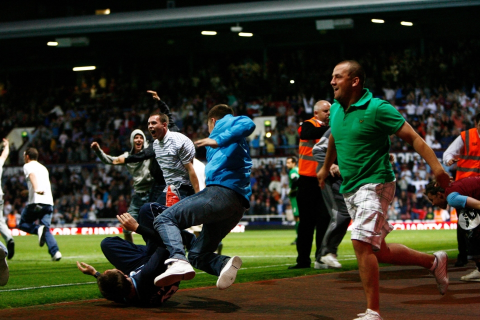 Fans in shocking green polo shirts invaded the pitch when the sides met in 2009