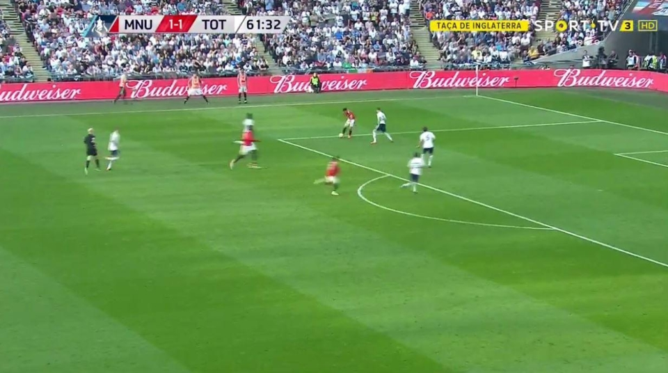 Sanchez spotted Lukaku's run…
