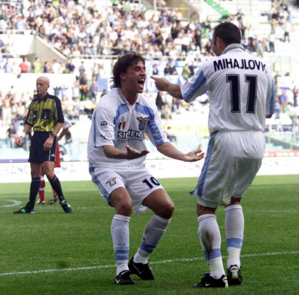 Pierluigi Collina in the background thinking abut booking Mihajlovic for improper use of No11