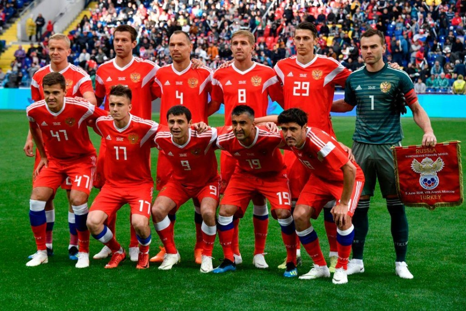 Golovin and Dragoev are the bright sparks in an ageing Russian squad