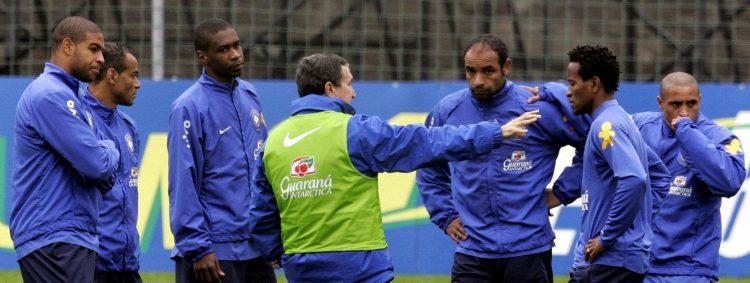 'Just pass to Ronaldinho'