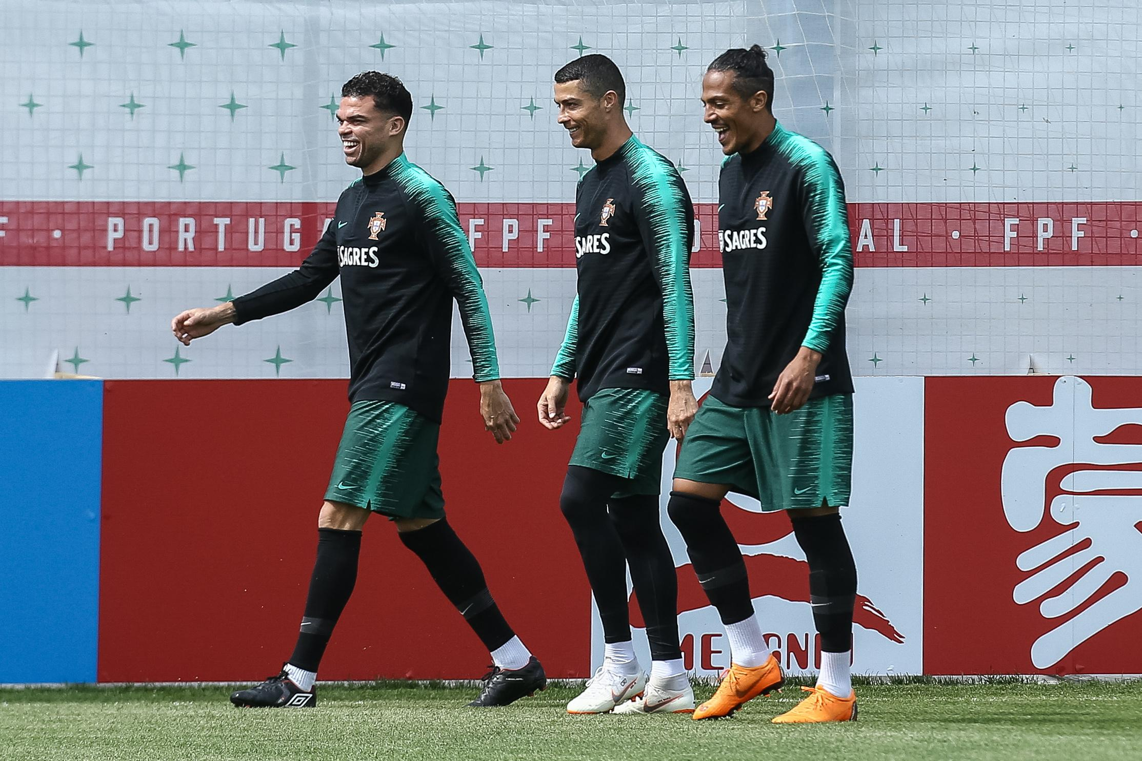 Ronaldo in an old man sandwich
