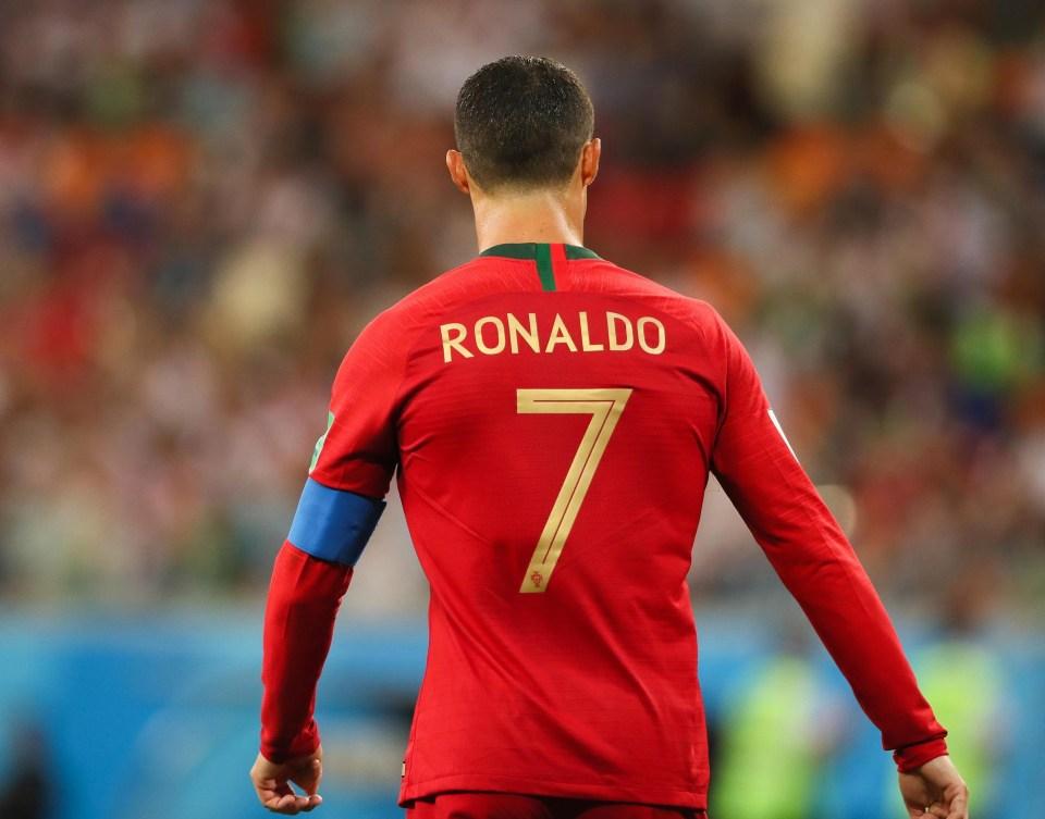Pass it to Ronaldo, basically