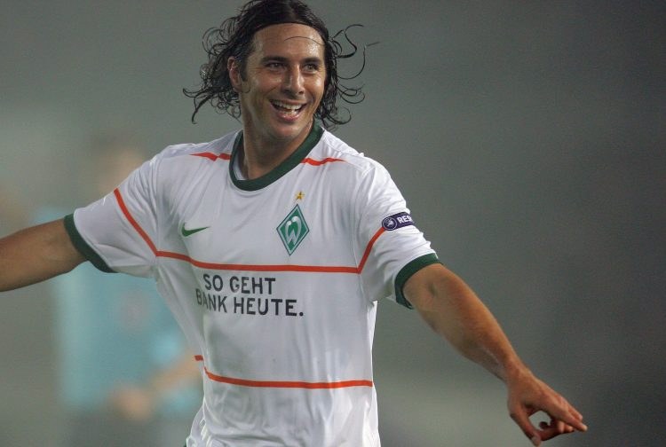 Pizarro playing for Werder 10 years ago