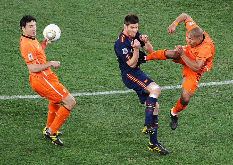 Van Bommel couldn't even watch Nigel de Jong's attempted murder