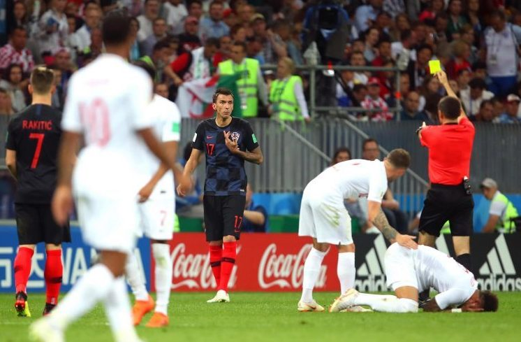 Cakir clearly pointing at Mandzukic