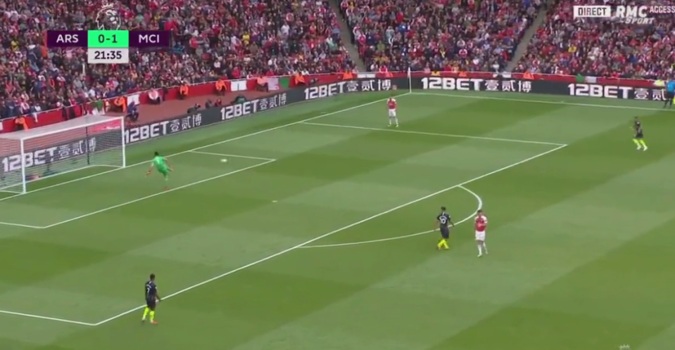 Cech passes the ball short to his full-back
