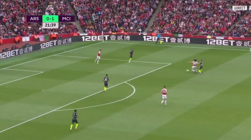 New signing Guendouzi comes under pressure when he receives the ball
