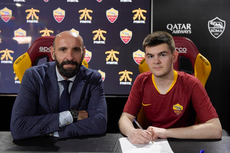 Rannerz is a pro-FIFA player signed with Roma FNATIC