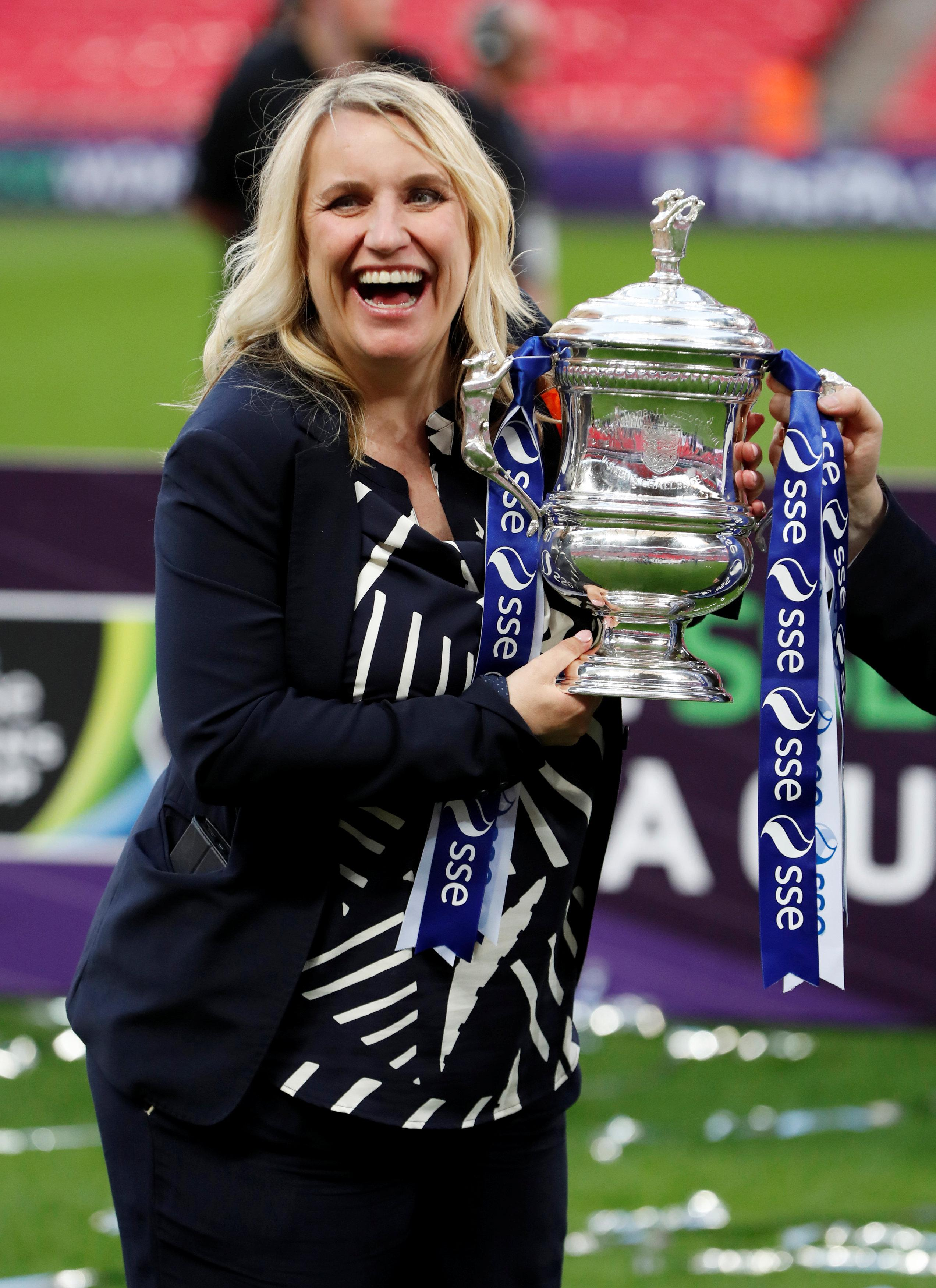 Lifting the FA Cup while 33-weeks pregnant