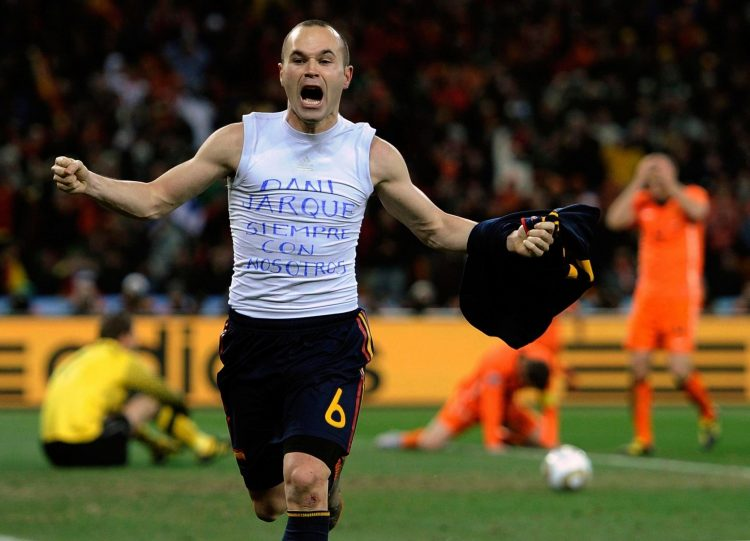 I think his shirt says I belong to Sneijder