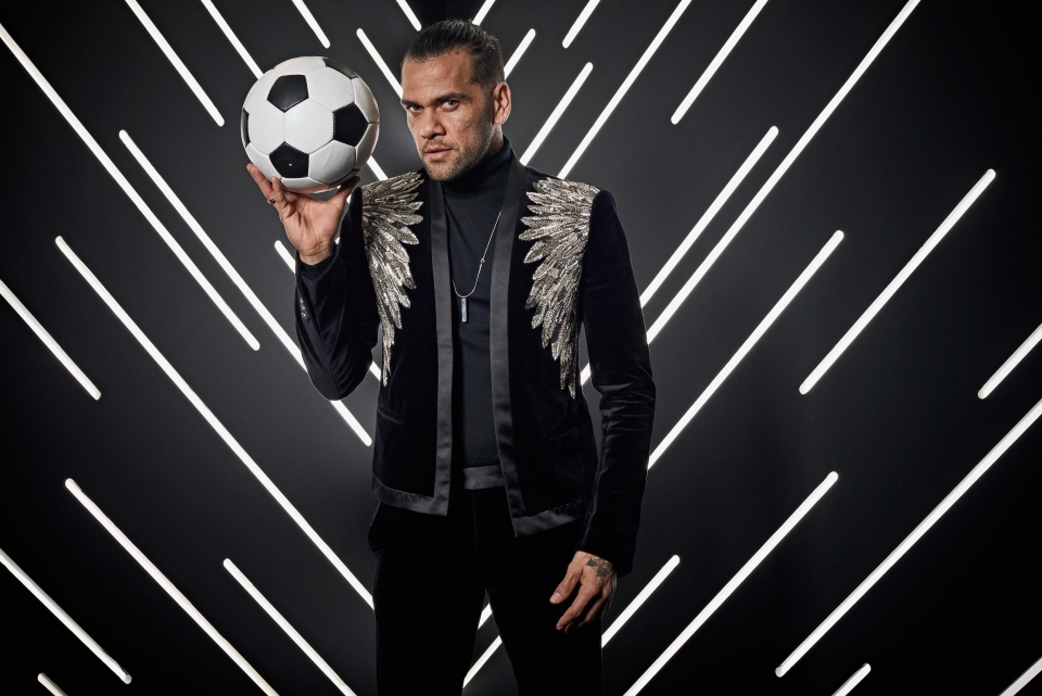 Why does Alves look like he's about to hypnotise us?