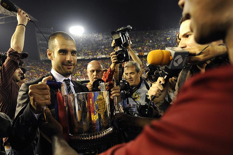 Believe it or not, that's Eto'o handing Pep the trophy