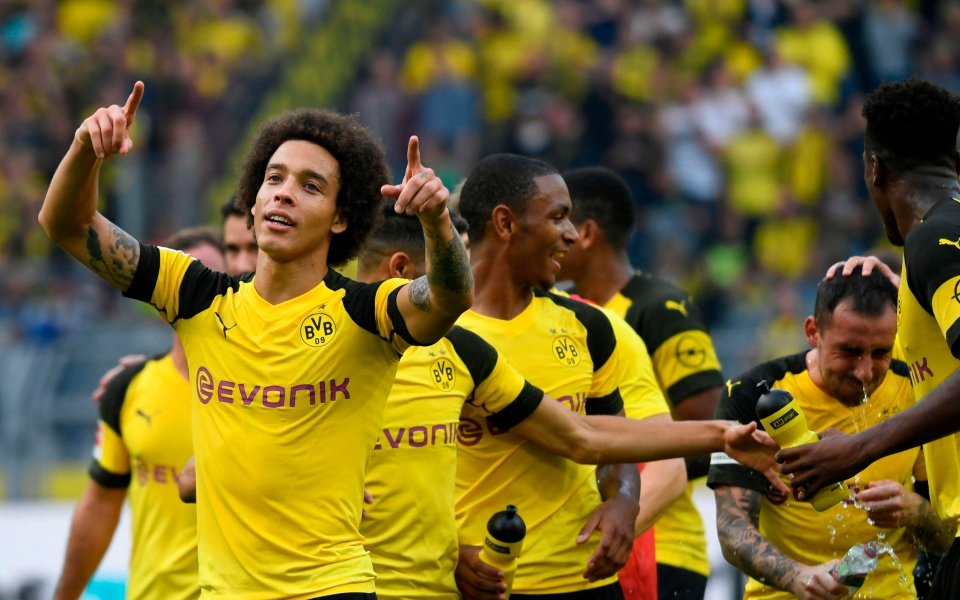 Ignore what the guy behind is doing and focus on Witsel