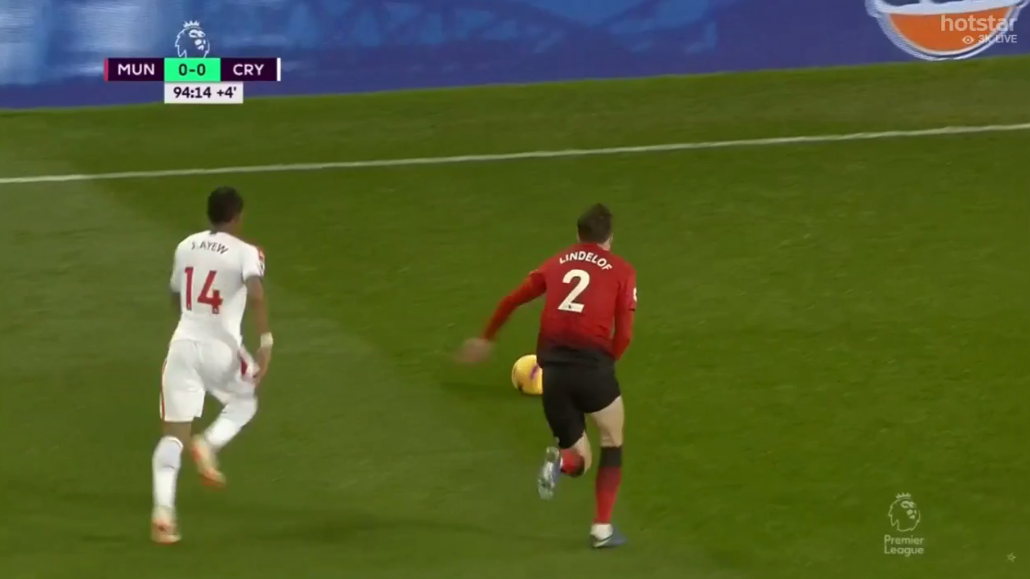 Lindelof dashes ahead of Ayew to win the ball