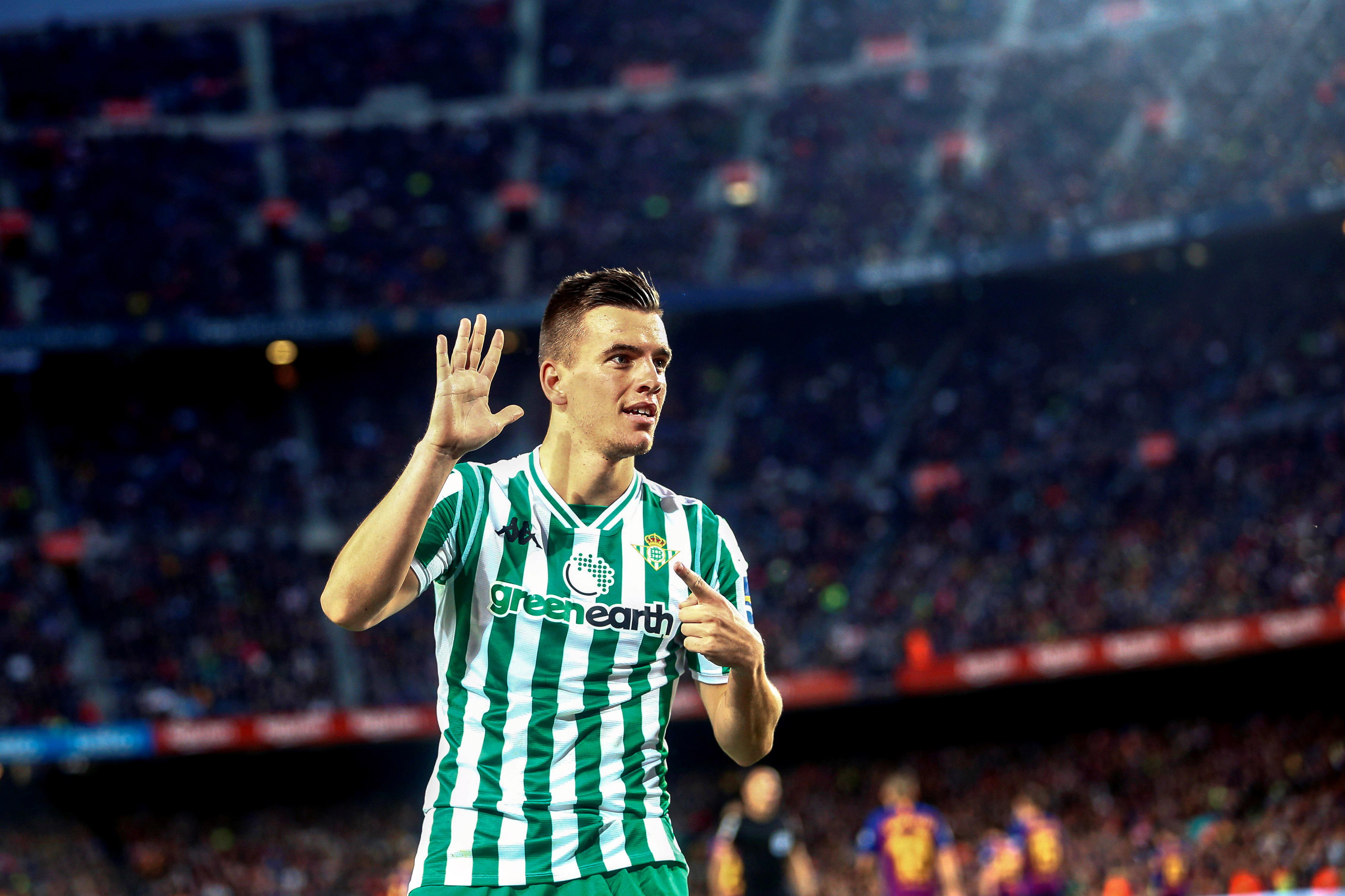 Lo Celso after scoring the third at the Nou Camp