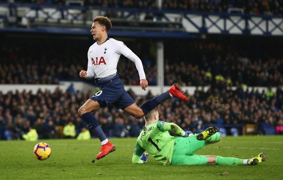 Dele Alli was taken off injured at half-time during Spurs vs Everton
