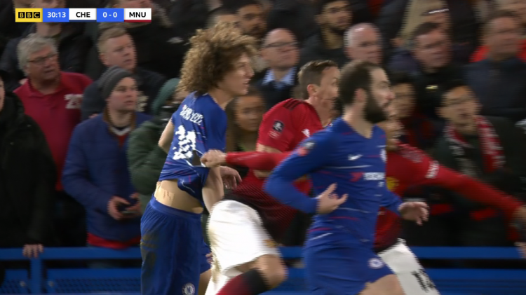A full hand of Luiz' shirt there