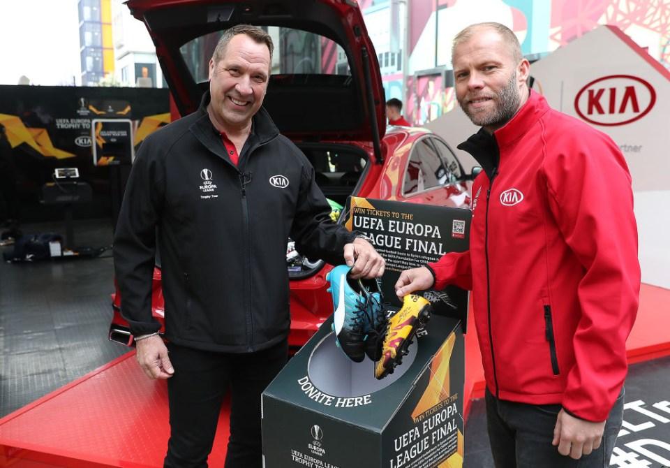 David Seaman joined Gudjohnsen on the Europa League trophy tour in London