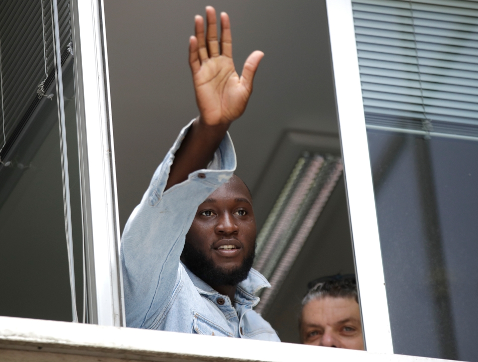 Saluting the Inter fans after signing in the summer