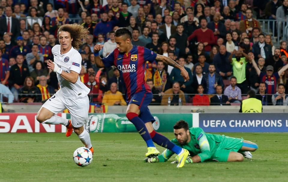 Neymar scoring against PSG in 2015