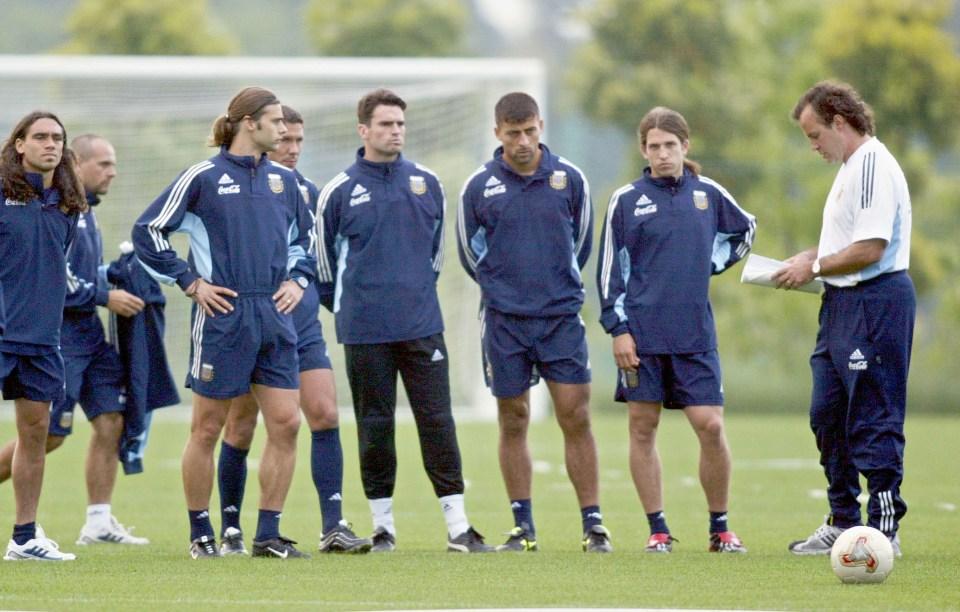 Simeone, Pochettino and others study under Bielsa in Argentina training