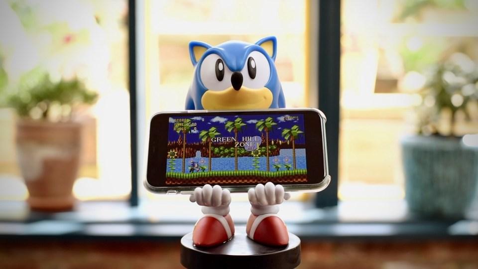 Sonic playing Sonic