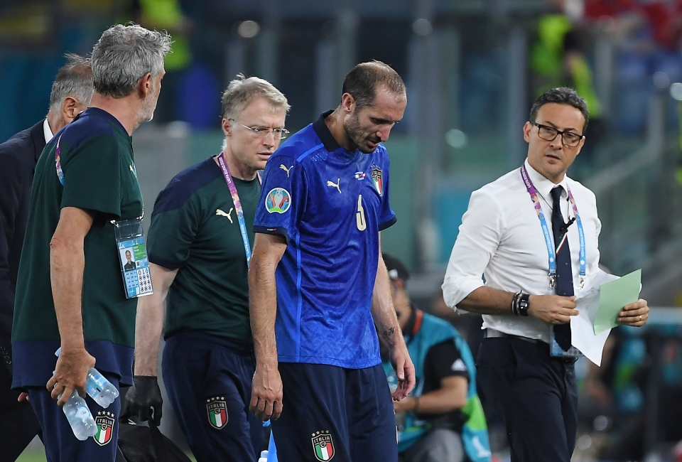 Chiellini limped off after feeling his hamstring